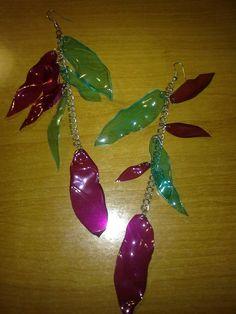 Naušnice z pet lahví. Earrings from pet bottles.