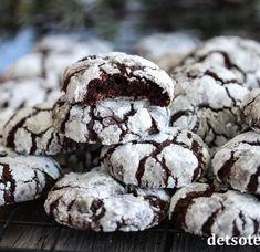 Concordiakake | Det søte liv Chocolate Crackle Cookies, Chocolate Christmas Cookies, Chocolate Crinkles, Crinkle Cookies, Gluten Free Chocolate, Chocolate Recipes, Delicious Chocolate, Biscuits Brownies, Halloween Sugar Cookies
