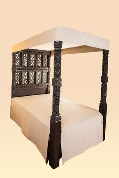 The Royal Earl of Derby bed Baroque Furniture, Medieval Furniture, Tudor Fashion, Antique Beds, English House, Tudor Style, King Henry, Carved Wood, 15th Century