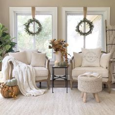Beautiful Romantic Living Room Design And Decor Ideas - Living-room is the most significant and most open room at home, it invites visitors, it mirrors our lifestyle, so it ought to be only kept up. You sho. Farm House Living Room, Romantic Living Room, Living Room Designs, Living Decor, Home Decor, Country Living Room, Living Room Furniture, Room Decor, Christmas Decorations Living Room