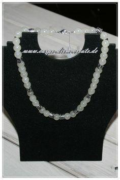 cremefarbene  Perlen -Kette  von Carpe diem create auf DaWanda.com