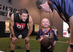 Tebow Meets Boy With Leukemia.while Tebow lovers are frazzled about Manning visiting with John Elway & the Denver Broncos. 4 Year Old Boy, What Makes A Man, Human Kindness, Tampa Bay Area, Tim Tebow, 4 Year Olds, Old Boys, Names Of Jesus, Man Crush