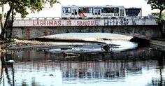 Esgoto sem tratamento despejado no Riacho Salgadinho desemboca no mar no bairro Jaraguá, em Maceió