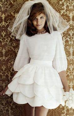 So cool Mini wedding dress. Im going to wear a short white wedding dress to the rehearsal & dinner Wedding Fotos, Wedding Attire, Wedding Dresses, Wedding Skirt, Prom Dresses, Boho Vintage, Vintage Bridal, Vintage Beauty, Bridal Style