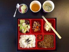 Jap - soupe + bento + thé + dessert à partir de 9,90 € (+1€ pour végétarien), fermé le soir - métro Opéra, Quatre-Septembre, Pyramides