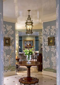 Chinoiserie Chic: The Chinoiserie Foyer Chinoiserie Wallpaper, Chinoiserie Chic, Beautiful Interiors, Beautiful Homes, Boho Home, Décor Boho, Interior Decorating, Interior Design, Entry Hall