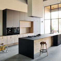 Clean Kitchen: 60 Amazing Designs and Designs - Home Fashion Trend Kitchen Cabinets Decor, Ikea Kitchen, Kitchen Items, Kitchen Showroom, Kitchen Interior, Design Studio, Küchen Design, Fenix Ntm, Cabinets And Countertops