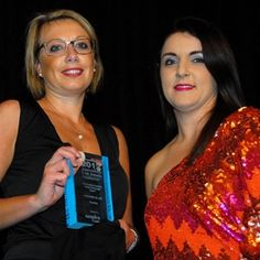 Stefanie Allen from Freehills received the Senior Associate Award from Empire Careers' Michelle Sneesby at the 2012 Lawyers Weekly Law Awards
