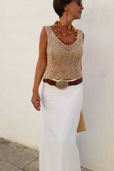 Sleeveless sweater v neck. Love that look with long white skirt!!!! por EstherTg