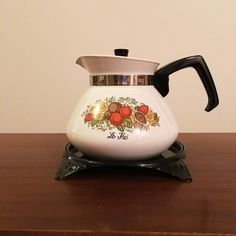 """Vintage 1960s Corning Ware 'Spice of Life"""" Stove Top Kettle P-106-8 and Original Bench Top Tray / 6 Cup Coffee Pot / Retro Tea Pot by V1NTA6EJO"""