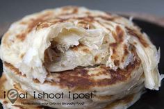 How to Make Roti Prata aka Roti Canai In this area, we have a restaurant called Flat Top Grill. They make Roti Prata and I am in LOVE with this bread! Roti Prata Recipe, Roti Canai Recipe, Snack Recipes, Cooking Recipes, Healthy Recipes, Snacks, Bread Recipes, Healthy Food, Malaysian Food