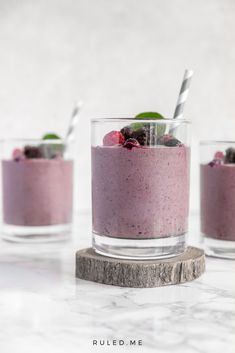 Berries are great to eat everyday because of their high antioxidants, but eating too many means for quite a bit carbs. When shopping for frozen berries, make sure there is no added sugar in the bag or look for sugar-free to limit the amount of carbs consumed. #ketosmoothies #ketodrinks #berrysmoothies Keto Smoothie Recipes, Low Carb Smoothies, Ketogenic Recipes, Keto Recipes, Ketogenic Breakfast, Low Carb Breakfast, Breakfast Recipes, Carb Free Lunch, Keto Shakes