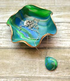 This marbled clay jewelry dish is a simple project that looks amazing when it's finished!