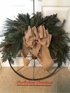 Repurposed large rusty wheel wreath. Primitive Christmas, Country Christmas, Outdoor Christmas, Diy Christmas Gifts, Christmas Projects, All Things Christmas, Christmas Home, Christmas Wreaths, Bicycle Wheel
