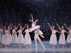 Ana Elisa Mena, Antón Joroshmanov y Cuerpo de Baile. Cascanueces