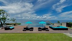 Pala - Pandawa Villa, imagine having your wedding cocktail whilst enjoying the breathtaking view of Indian Ocean