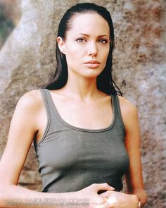 "Instagram 上的 Angelina Jolie Brasil:「 Adicionamos várias imagens do filme ""Amor Sem Fronteiras"" (Beyond Borders) em nossa Galeria. O longa foi lançado no ano de 2003 e estrelado… 」 Angelina Jolie, Tank Tops, Celebrities, Places, Instagram, Women, Fashion, Brazil, Amor"