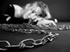 O Mundo Invisível de uma Mulher: Like a prison without a lock ...