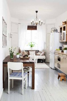 Small space, kitchen - home - maison - decoration - deco - interior design - salon - living room - house - design - bohemia - boheme - recup - upcycling - kitchen - bedroom / Small Dining, Small Space Living, Small Spaces, Living Spaces, Fine Dining, Sweet Home, Design Case, Apartment Living, Studio Apartment