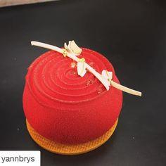 #Repost @yannbrys with @repostapp. Nouveau petit gâteau Tourbillon signature Yann BRYS crème vanille compotée de fraises crémeux aux dragées et sablé croquant #original#yannbrys#tourbillon#paris#picoftheday#food#elegant#pastry#gastronomia#photooftheday#mof#model#creative by deshelfoods