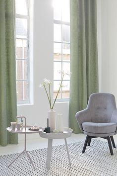 Gordijnen lente groen Eijffinger - Woninginrichting-Aanhuis.nl Velvet Curtains Bedroom, Green Curtains, Shabby Chic Apartment, Rich Home, Interior Windows, Bedroom Green, Home Living Room, Interior Inspiration, Sweet Home