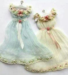 Oyucak bebeklere elbise