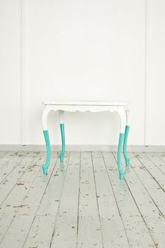Couchtisch mit mintfarbenen Beinen // Table with mint legs by home-context via DaWanda.com