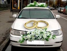 Add these car decoration ideas for wedding in your checklist and get ready to leave your guests stunned. Just married car decorations at ShaadiWish. Wedding Signs, Diy Wedding, Wedding Flowers, Wedding Car Decorations, Flower Decorations, Just Married Car, Bridal Car, Decoration Originale, Amazing Flowers