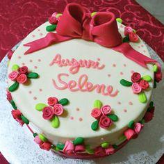 Torta compleanno #roselline #fiocco