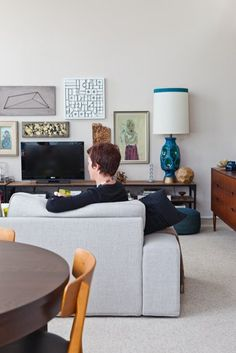 """Jonathan's """"What I Did Last Summer"""" Rental on a Budget — House Tour 