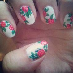 Floral Nails #vintage #floral #nails