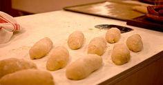 Baka egna hamburgerbröd, korvbröd eller vanligt formbröd på     surdeg efter Sébastien Boudets recept.