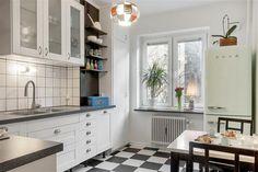 Kitchen at Norra Gubberogatan. Floor from Marmoleum clic. Counter design Virrvarr by Bernadotte. Handels from Byggfabriken. Fridge from Smeg.