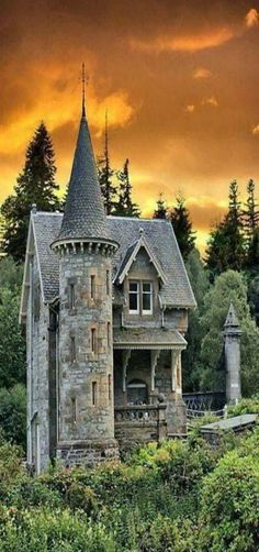 Abandoned Castle Tower home in Scotland. Why was this castle abandoned? Abandoned Castles, Abandoned Mansions, Abandoned Places, Old Buildings, Abandoned Buildings, Beautiful Buildings, Beautiful Places, Beautiful Castles, Amazing Places