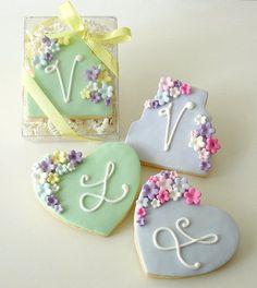 Galletas - Cookies - Floral Cake and Heart cookies Fancy Cookies, Valentine Cookies, Iced Cookies, Cute Cookies, Yummy Cookies, Cupcake Cookies, Sugar Cookies, Cookie Favors, Easter Cookies