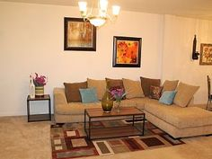 Tampa Bay 2 bed Pool Townhouse close to theme parks, Mall Florida Vacation, Tampa Bay, Townhouse, Ideal Home, Mall, Parks, Condo, Sofa, Bed