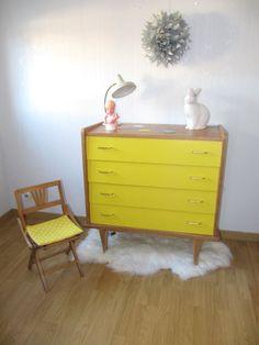 Commode années 60 bois et tiroirs jaunes