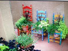 Beautiful chair planters - around the home. Chair Planter, Garden Chairs, Hanging Baskets, Yard Art, Container Gardening, Summertime, Recycling, Planters, Cool Stuff