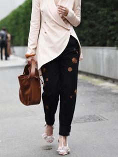 fashiioncarpet-nina-schwichtenberg-aquazurra-fringed-sandals