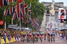 TdF Stage 3, sprint finish in front of Buckingham Palace