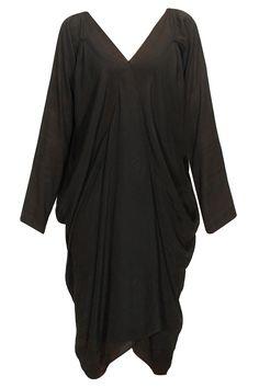 Black inglaterra dress by Bungalow 8. Shop at: www.perniaspopups.... #dress #chic #fashion #bunglow8 #shopnow #perniaspopupshop #happyshopping