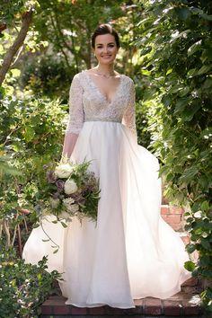 Wedding Dress: Monique Lhullier - http://www.stylemepretty.com/portfolio/monique-lhullier Photography: Next Exit Photography - www.nextexitphotography.com/   Read More on SMP: http://www.stylemepretty.com/2016/07/26/joel-rubin-dana-silverman-wedding/