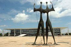 Os guerreiros, 1959 [Os candangos] Bruno Giorgi (Brasil, 1905-1993) Bronze, 8 metros de altura Praça dos Três Poderes, Brasília