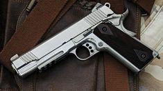 Un arma calibre 45. EE.UU.: la defensora del uso de armas de fuego que fue disparada por su hijo de 4 años
