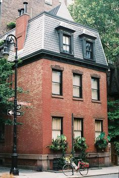 (greyandscout.tumblr.com) Classic red brick exterior.