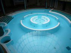 wierd yet cool pools and slides - Gallery Big Pools, Cool Swimming Pools, Cool House Designs, Pool Designs, Dream Pools, Above Ground Pool, Pool Decks, Best House Plans, Pool Water