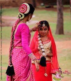 Kannada bride and bridesmaids wearing pelli poola jada Dance Photo Shoot, Dance Photos, Bridal Flowers, Flowers In Hair, Hair Designs, Blouse Designs, Hand Bouquet, Brides And Bridesmaids, Jada