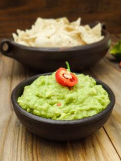 Receita de Guacamole Mexican Dishes, Mexican Food Recipes, Vegan Recipes, Ethnic Recipes, Nachos, Burritos, Good Food, Yummy Food, Guacamole Recipe