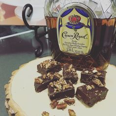 Crown royal whiskey fudge with toasted pecans [OC] Fudge Recipes, Sweets Recipes, Cooking Recipes, Royal Cake Recipes, Crown Royal Cake, Christmas Fudge, Xmas, Crown Royal Whiskey, Cocktails