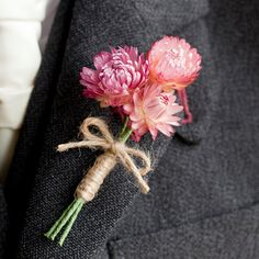Accessoire du marié: la boutonnière